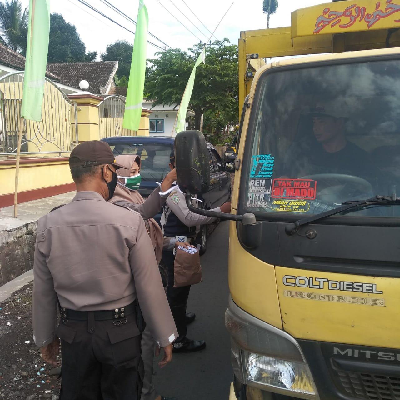 Operasi Penegakan Disiplin Bermasker di wilayah Pasrujambe